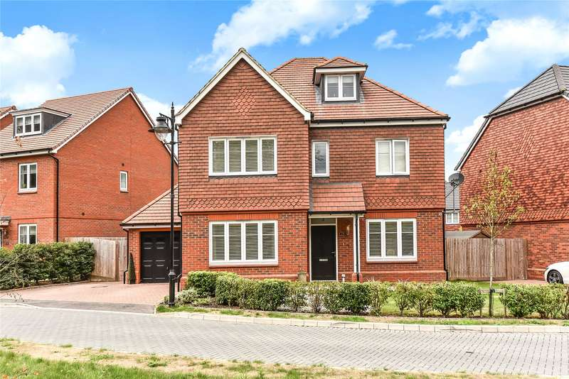 5 Bedrooms Detached House for sale in Curlew Grove, Blackwater, Camberley, GU17