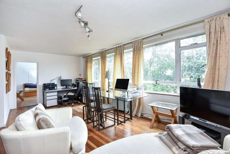 2 Bedrooms Flat for sale in Farquhar Road, Crystal Palace