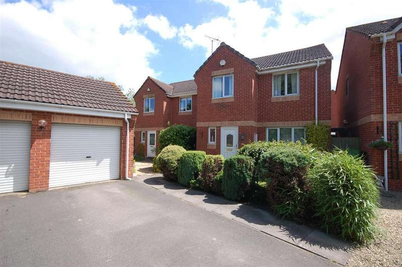 3 Bedrooms Detached House for sale in Arrowsmith Drive, Stonehouse