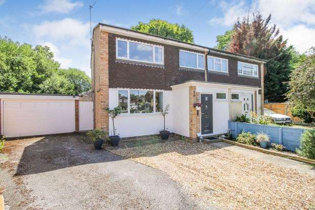3 Bedrooms Semi Detached House for sale in Fleming Close, Farnborough , GU14