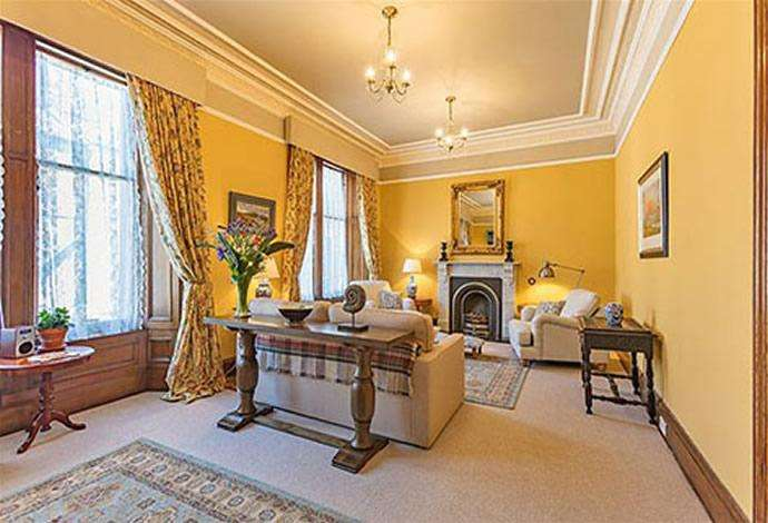 5 Bedrooms Terraced House for sale in Flat, 4 High Street, Jedburgh TD8 6AG