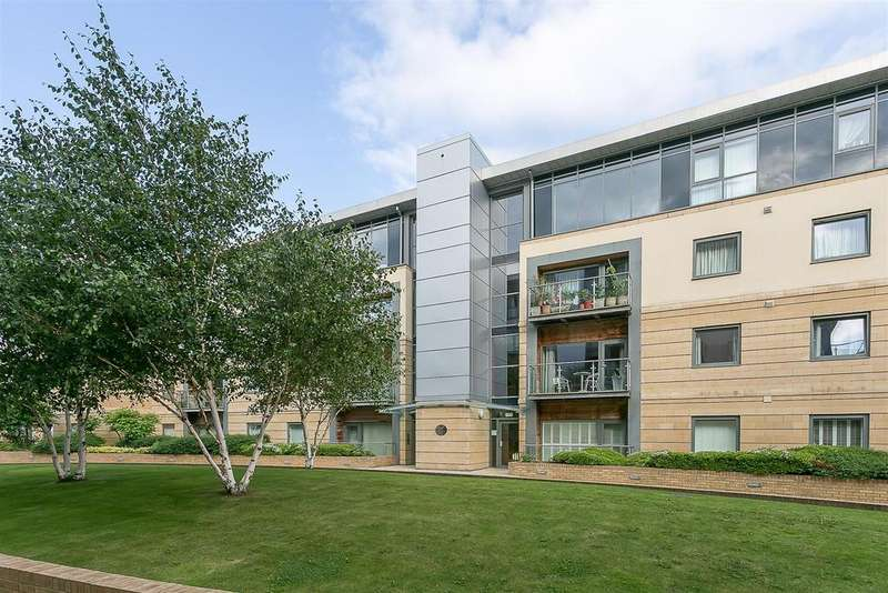 2 Bedrooms Penthouse Flat for sale in Grove Park Oval, Gosforth, Newcastle upon Tyne