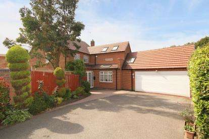 5 Bedrooms Detached House for sale in Fairburn Croft Crescent, Barlborough, Chesterfield, Derbyshire