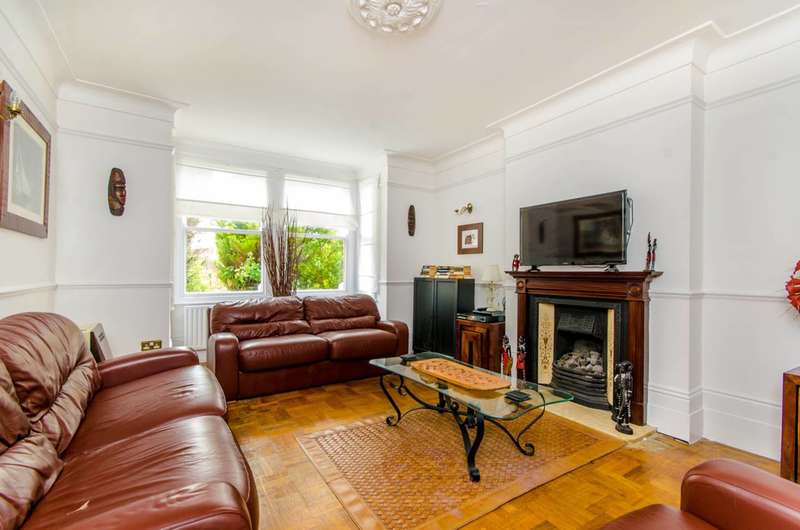 4 Bedrooms Semi Detached House for sale in Falmouth Avenue, Highams Park, E4