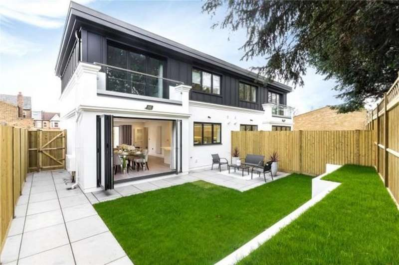 5 Bedrooms Semi Detached House for sale in Treebank Gardens, W7