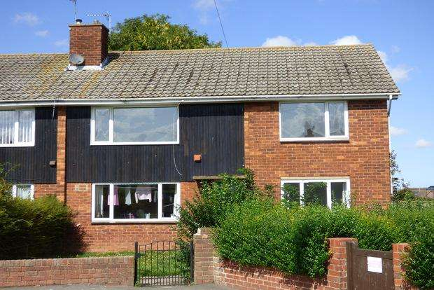 2 Bedrooms Flat for sale in Broadley Crescent, Louth, LN11