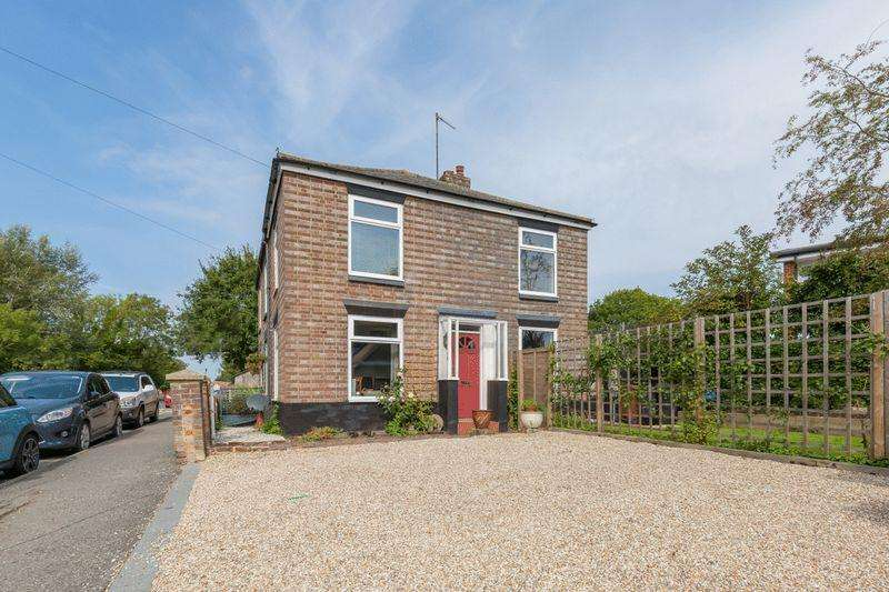 3 Bedrooms Semi Detached House for sale in London Road, Hailsham