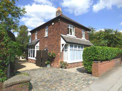 4 Bedrooms Detached House for sale in Blackpool Road, Ashton, Preston, Lancashire, PR2
