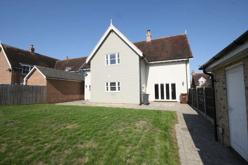 4 Bedrooms Detached House for sale in The Paddocks