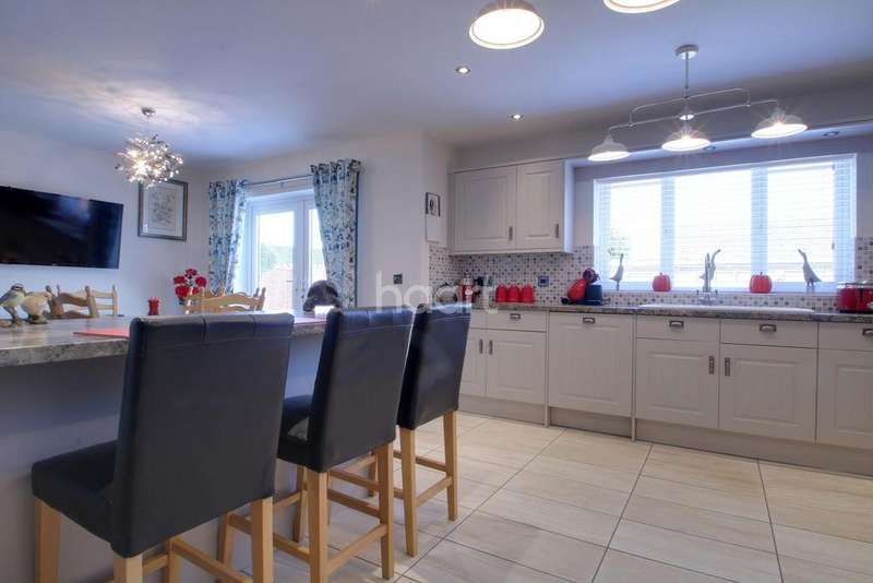 2 Bedrooms Bungalow for sale in Old Lynn Road, Walsoken