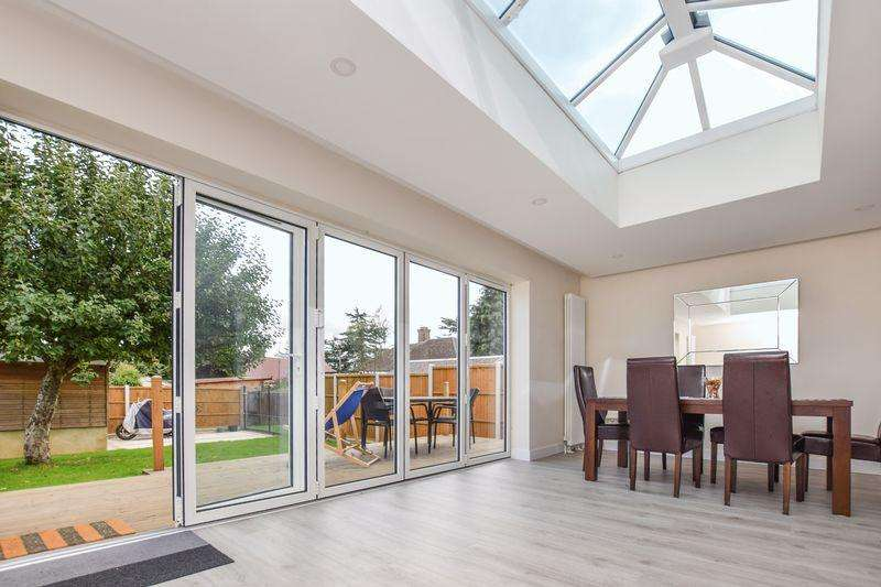 4 Bedrooms Detached House for sale in Grove Road, Stanford-Le-Hope