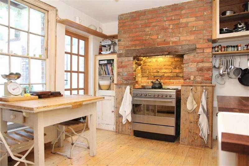 3 Bedrooms Terraced House for sale in St Marys Terrace, Hastings