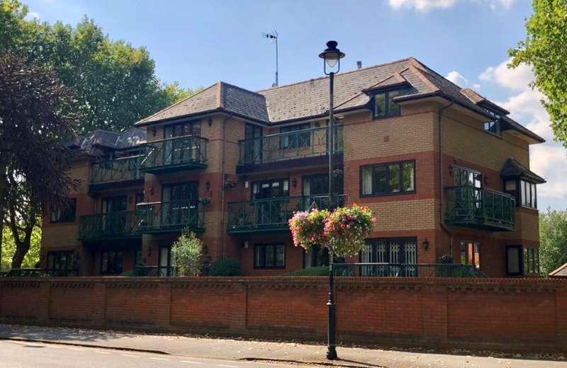2 Bedrooms Flat for sale in Flat 5 Lysander Mead, Derek Road, Maidenhead, Berkshire, SL6 8NS