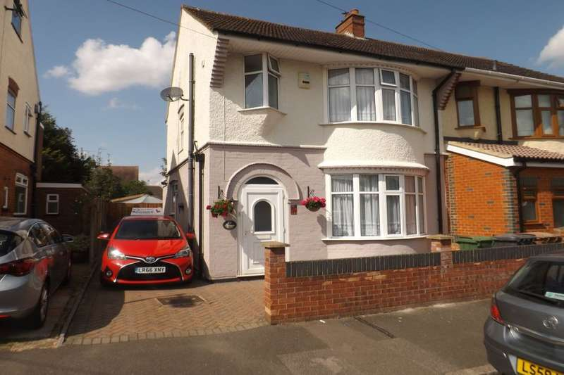 3 Bedrooms Semi Detached House for sale in Reeves Avenue, Luton, LU3