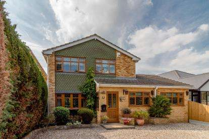 4 Bedrooms Detached House for sale in Hullbridge, Essex, Uk