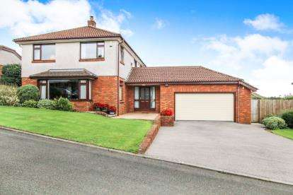 4 Bedrooms Detached House for sale in Love Lane, Bodmin, Cornwall