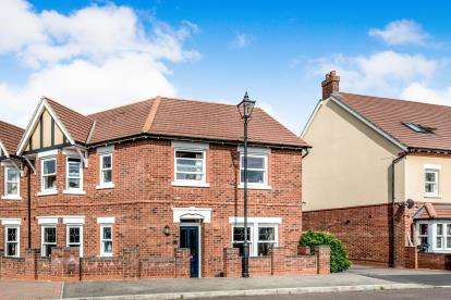 4 Bedrooms Semi Detached House for sale in Hebbes Close, Kempston, Bedford, Bedfordshire