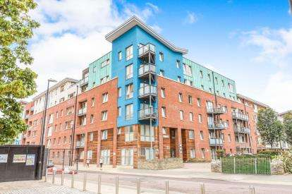 2 Bedrooms Flat for sale in Crown & Anchor House, Sweetman Place, Bristol