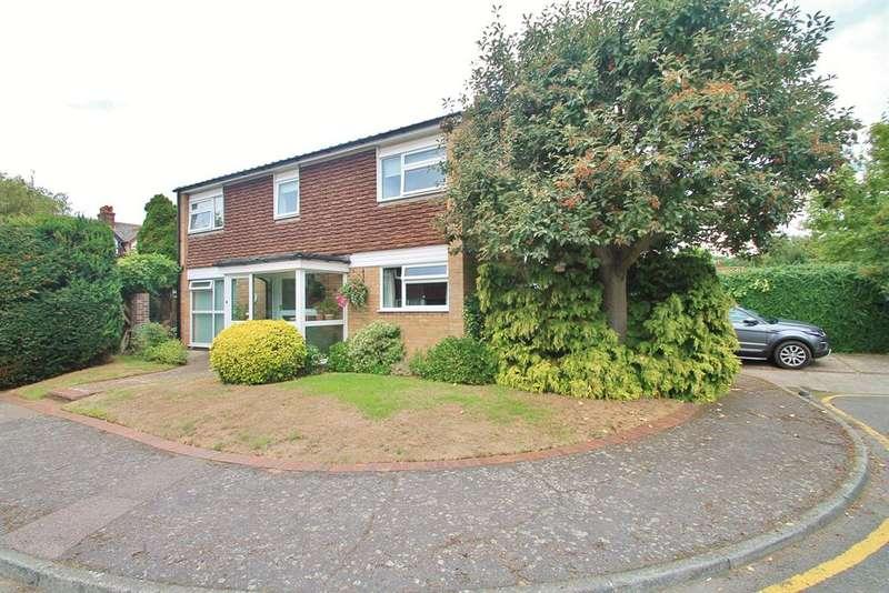 3 Bedrooms Detached House for sale in Weavers Close, Gravesend, DA11 0SJ
