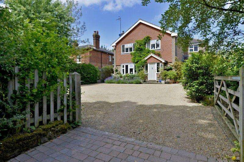 4 Bedrooms Detached House for sale in The Common, Cranleigh