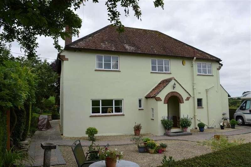 3 Bedrooms Detached House for sale in Wimborne Road, Blandford Forum, Dorset
