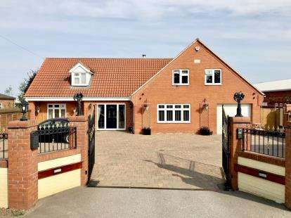 7 Bedrooms Detached House for sale in Langrick Road, Hubberts Bridge, Boston, Lincolnshire