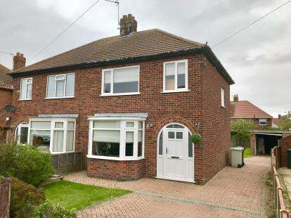 3 Bedrooms Semi Detached House for sale in Southlands Avenue, Louth, Lincolnshire