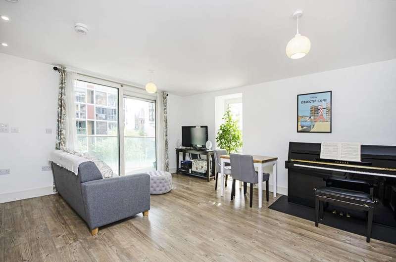 1 Bedroom Flat for sale in Dalston Square, Dalston, E8