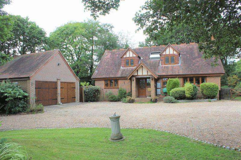 4 Bedrooms Detached House for sale in Benover