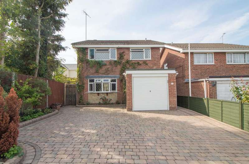 4 Bedrooms Detached House for sale in Kings Road , Cowplain , Waterlooville PO8