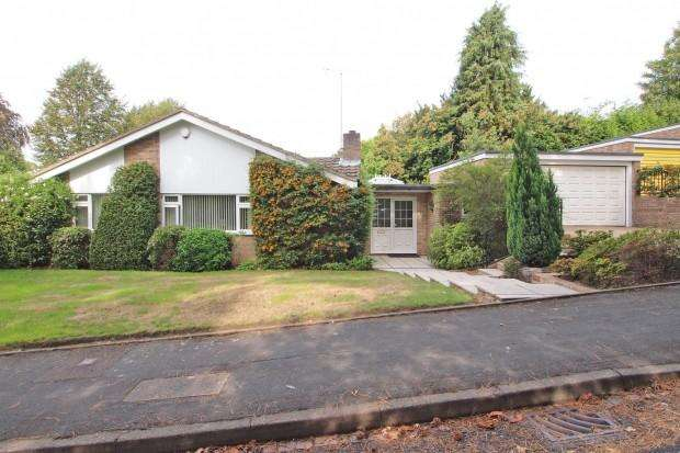 4 Bedrooms Bungalow for sale in Birchfield Grove, Howell Hill, Ewell, KT17