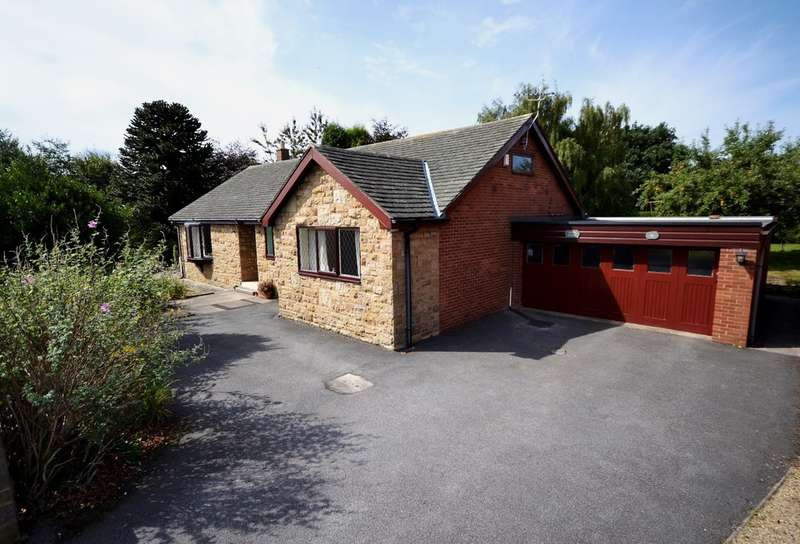 4 Bedrooms Detached Bungalow for sale in Woodkirk Avenue, Tingley, Wakefield