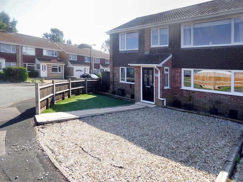 4 Bedrooms Semi Detached House for sale in Tenterton Avenue, Southampton