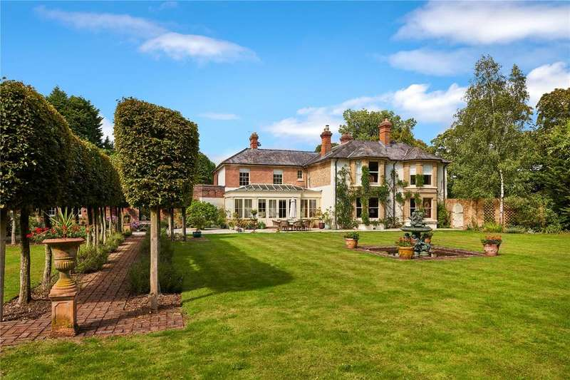 5 Bedrooms Detached House for sale in Cheesemans Lane, Hambrook, Chichester, West Sussex