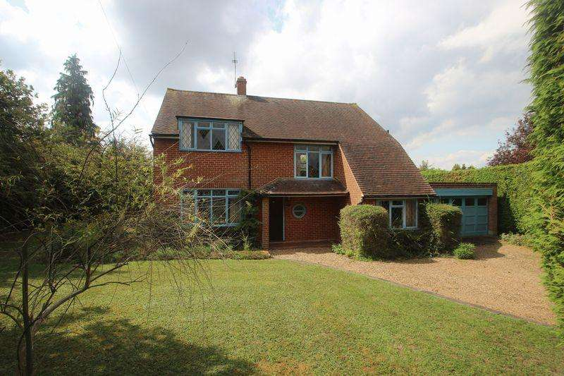 4 Bedrooms Detached House for sale in 20 Ralliwood Road, Ashtead