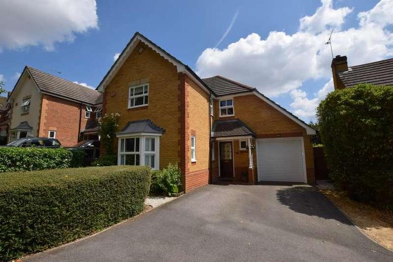 4 Bedrooms Detached House for sale in Camus Close, Church Crookham, Fleet