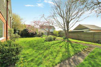 3 Bedrooms Semi Detached House for sale in Bramley Close, Olveston, Bristol
