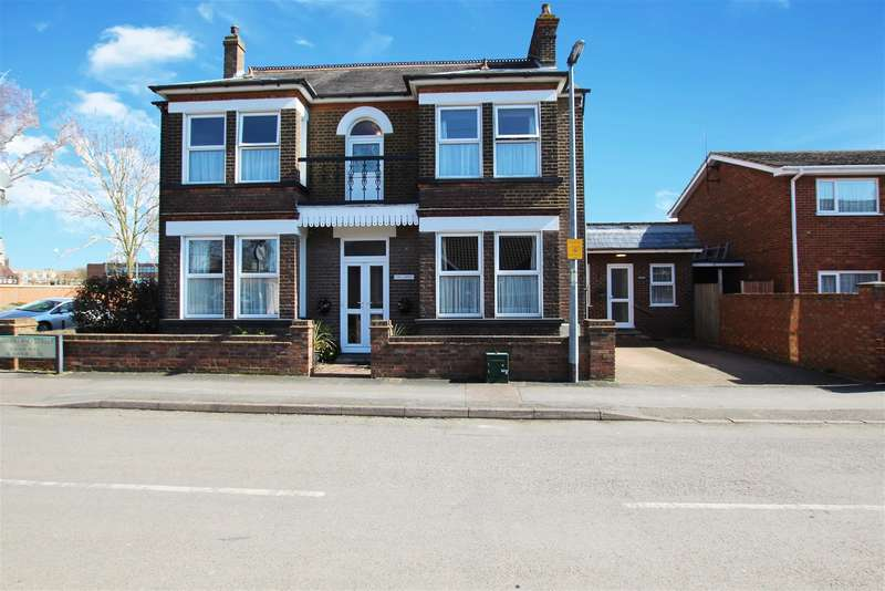 5 Bedrooms Detached House for sale in Cumberland Street, Houghton Regis