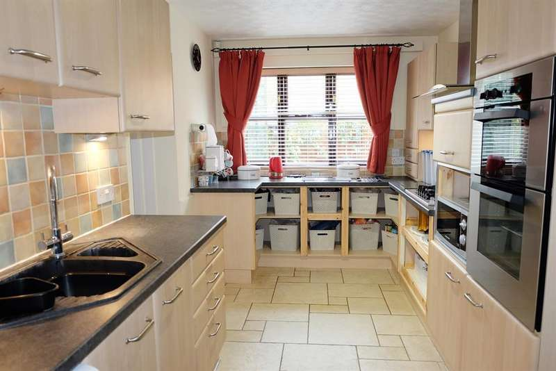 3 Bedrooms Detached Bungalow for sale in Mendip Avenue, North Hykeham, Lincoln, LN6 9SZ