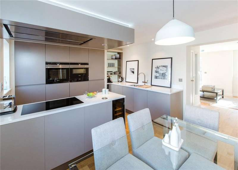 3 Bedrooms Terraced House for sale in 3 Nelson's Yard, Walmgate, York, YO1