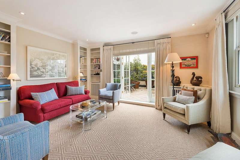 2 Bedrooms Maisonette Flat for sale in Cadogan Square SW1X