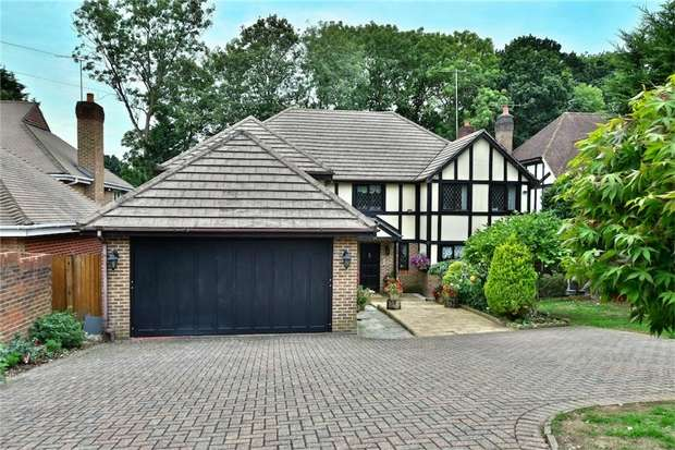 5 Bedrooms Detached House for sale in Fulmer Drive, GERRARDS CROSS, Buckinghamshire