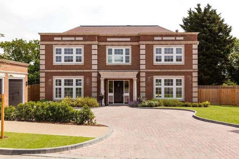 5 Bedrooms Detached House for sale in Halstead Hill, Goffs Oak
