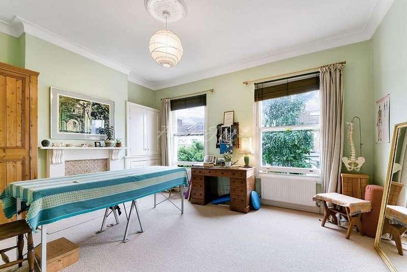 4 Bedrooms Terraced House for sale in Kersley Road, N16