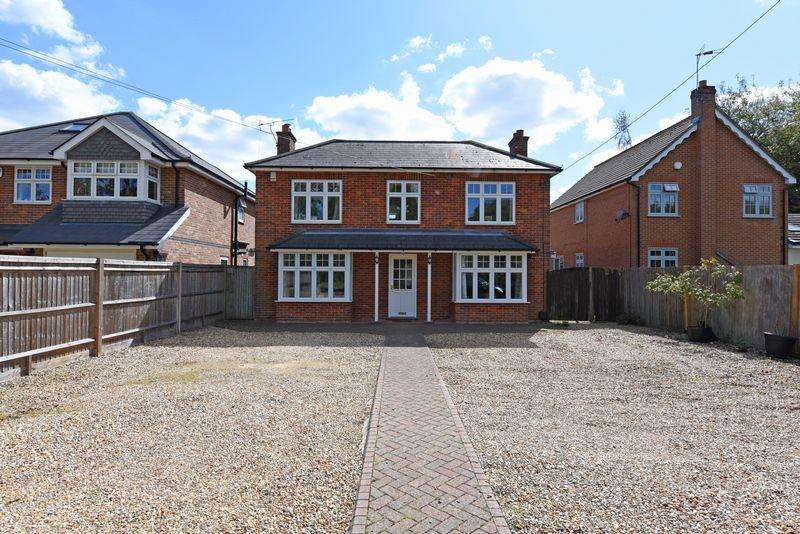 4 Bedrooms Detached House for sale in Reading Road, Basingstoke