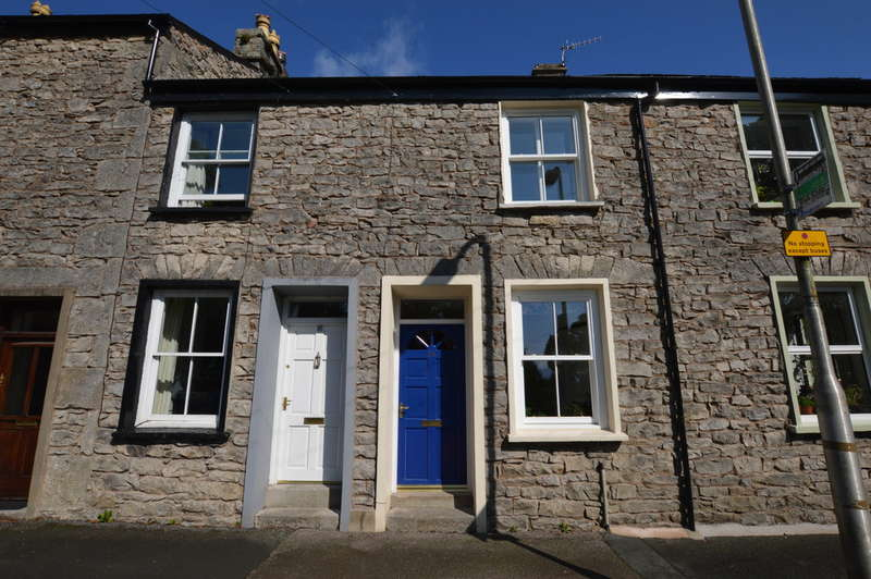2 Bedrooms Terraced House for sale in Greenside, Kendal - Conservation Area