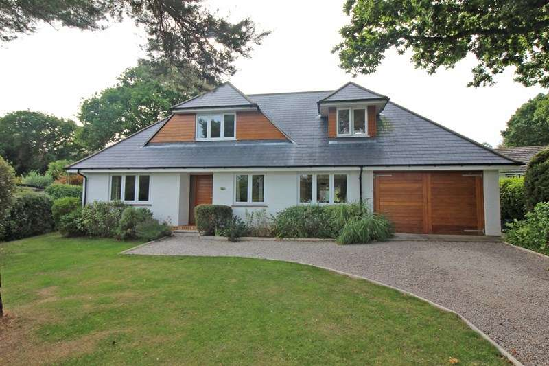 4 Bedrooms Detached House for sale in Shorefield Way, Milford On Sea, Lymington