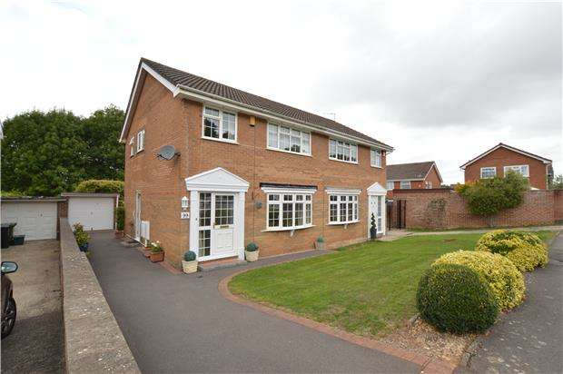 3 Bedrooms Semi Detached House for sale in Dorset Way, Yate, BRISTOL, BS37 7SN