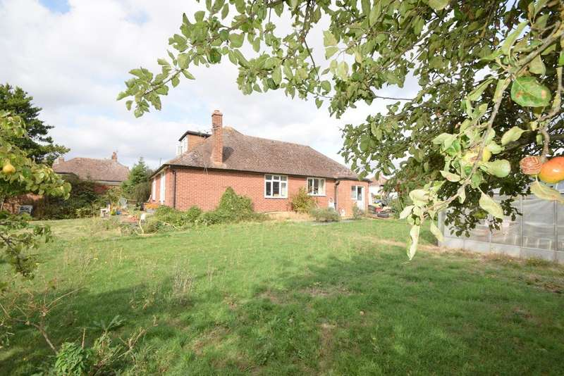 3 Bedrooms Detached Bungalow for sale in Tilstone Close, Eton Wick, SL4