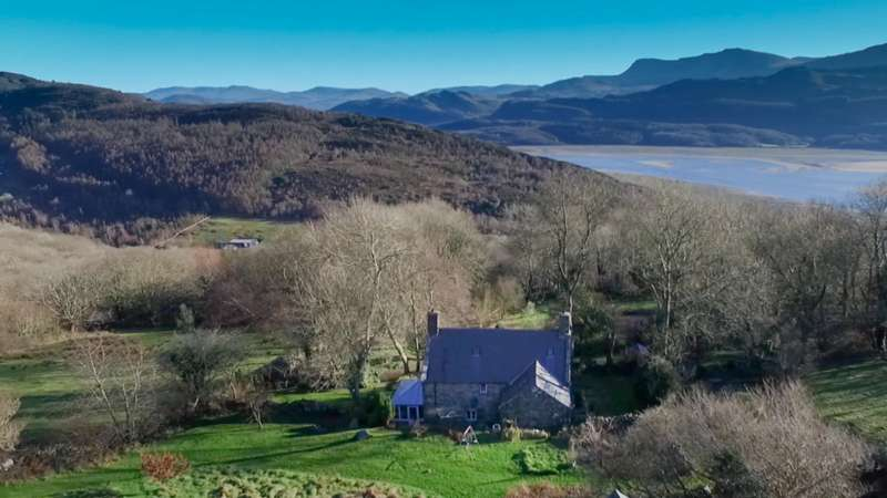3 Bedrooms Detached House for sale in Llwyn Onn Isaf, Panorama Road, Barmouth, LL42 1DX